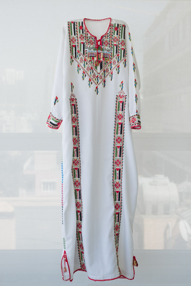 Collection Tiraz : Maison Widad Kawar pour Arab Dress, Tanya Traboulsi pour le Palestinian Museum