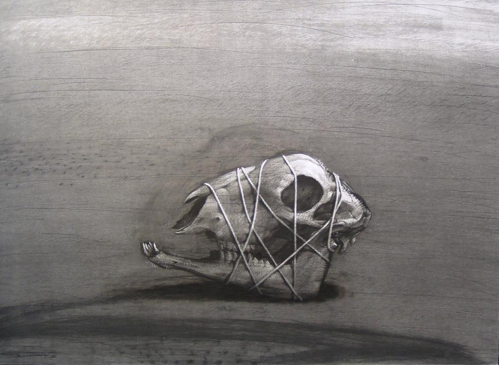 Youssef Abdelké, Crâne ligoté, 2007. Fusain sur papier, 107 x 147 cm. Collection privée. © Youssef Abdelke. Courtesy Galerie Claude Lemand, Paris