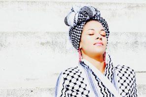 Le Keffieh à l'honneur dans la nouvelle collection de Sasha Nassar