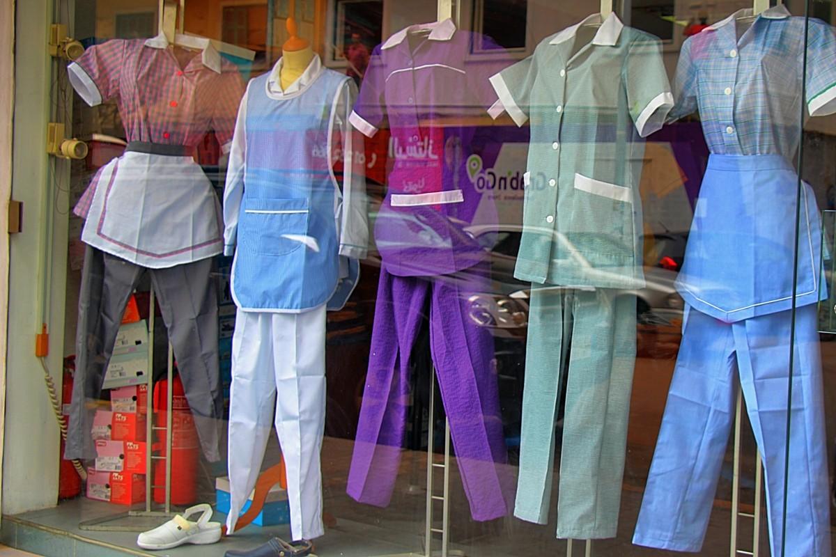 Magasin à Beyrouth, vendant les uniformes des travailleuses domestiques